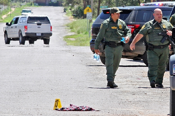 The US. Border Guard patrol the Alpine high school area where a shooting incident took place. Yellow markers show evidence on the ground. (AP =NEWSIS)