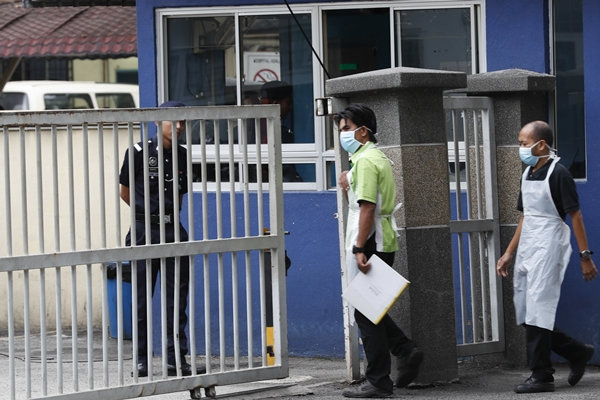 Hospital staff arrive at the National Forensic Institute at Kuala Lumpur Hospital in Kuala Lumpur, Malaysia, Wednesday, March 1, 2017. Kim Jong Nam, the estranged half brother of North Korea's leader, was attacked at a busy Kuala Lumpur airport terminal on Feb. 13 and died shortly after two women went up behind him and wiped something onto his face. North Korea opposed Malaysian officials even conducting an autopsy, while Malaysia has resisted giving up the body without getting DNA samples and confirmation from next of kin. (AP Photo/Vincent Thian=newsis)