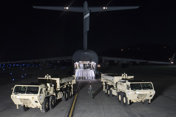 In this photo provided by U.S. Forces Korea, trucks carrying parts of U.S. missile launchers and other equipment needed to set up Terminal High Altitude Area Defense (THAAD)  missile defense system arrive at Osan air base in Pyeongtaek, South Korea, Monday, March 6, 2017. The US military has begun moving equipment for the controversial missile defense system to ally South Korea. The announcement Tuesday by the U.S. military comes a day after North Korea test-launched four ballistic missiles into the ocean near Japan. (U.S. Force Korea via AP=newsis)