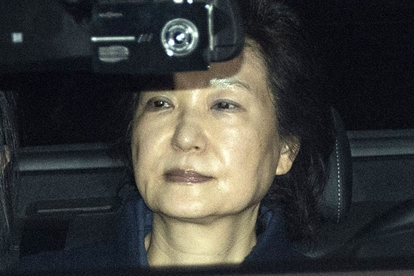 (170331) -- SEOUL, March 31, 2017 (Xinhua) -- Former South Korean President Park Geun-hye is transferred in a car from Seoul to a detention house in Gyeonggi province, South Korea, on March 31, 2017. Former President Park Geun-hye of South Korea was arrested early Friday as a Seoul court approved the request from prosecutors following her impeachment earlier this month over a corruption scandal embroiling her. (Xinhua/Pool/Lee Young-ho=newsis)