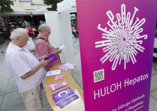 Reference photos.  People read flyers during an event to mark the World Hepatitis Day in Zagreb, capital of Croatia, July 28, 2015.  (Xinhua/Miso Lisanin=newsis)