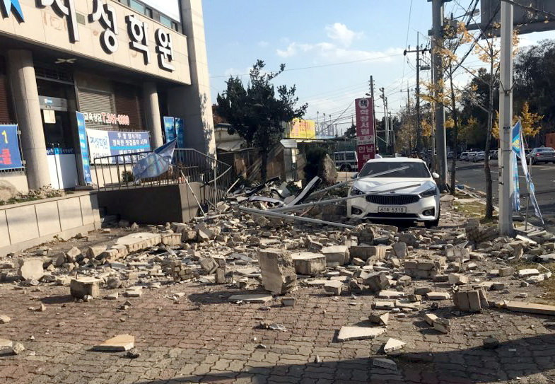A damaged building is seen in Pohang, South Korea, on Nov. 15, 2017. An earthquake of 5.4 magnitude struck an area in southeast South Korea, the country's weather agency said on Wednesday. (Xinhua=NEWSIS) (swt)