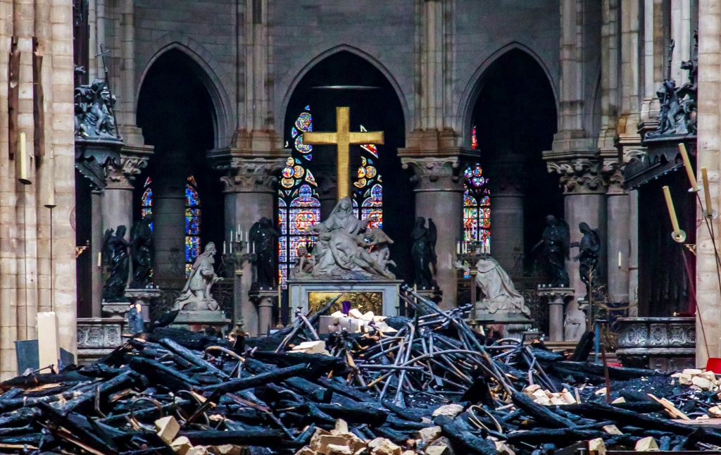 Debris are seen inside Notre Dame cathedral in Paris, Tuesday, April 16, 2019.  Firefighters declared success Tuesday in a more than 12-hour battle to extinguish an inferno engulfing Paris' iconic Notre Dame cathedral that claimed its spire and roof, but spared its bell towers and the purported Crown of Christ. (Christophe Petit Tesson, Pool via AP=Newsis)