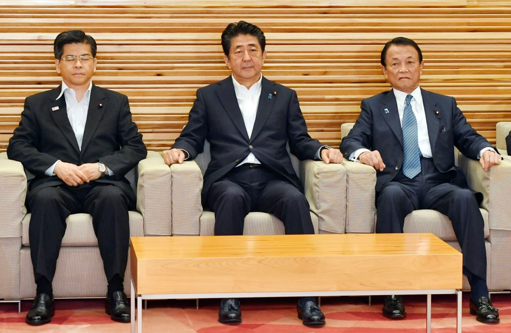 "From left, Japan's Land, Infrastructure and Transport Minister Keiichi Ishii, Prime Minister Shinzo Abe and Finance Minister Taro Aso attend a Cabinet meeting in Tokyo Friday, Aug. 2, 2019. Japan has approved the removal of South Korea from a ""whitelist"" of countries with preferential trade status, escalating tensions between the neighbors. (Yoshitaka Sugawara/Kyodo News via AP=Newsis)"